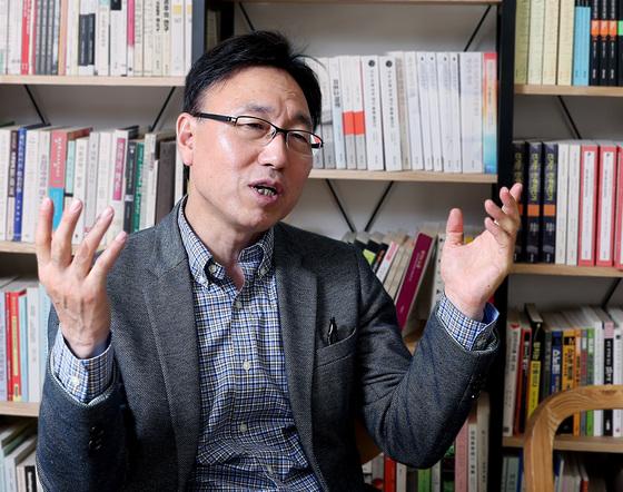 """박상훈 정치발전소 학교장은 '적폐란 용어는 없던 갈등도 만든다""""고 말했다. [우상조 기자]"""