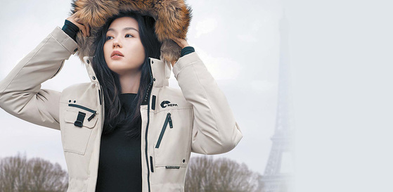 알라스카 다운은 극지방 탐험대 콘셉트의 디자인으로 일상에서도 착용 가능한 세련된 스타일의 프리미엄 헤비 다운재킷이다. 올해 더 고급스럽고 풍성해진 퍼와 세련된 컬러로 도심 속에서 언제 어디서 나 따뜻하게 입을 수 있도록 업그레이드했다. [사진 네파]
