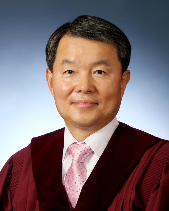 이진성 헌법재판관.  [사진제공=헌법재판소]