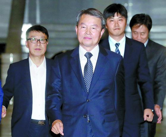 이진성 헌법재판소장 후보자가 27일 저녁 헌재에서 퇴근하고 있다. 최정동 기자.