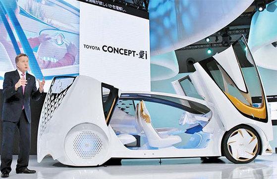 25일 개막한 일본 도쿄모터쇼에선 인공지능(AI) 등 첨단 기술을 장착한 자율주행차들이 각축을 벌이고 있다. 사진은 도요타가 선보인 '콘셉트-i' 시리즈. AI 기술을 접목해 운전자와 차가 서로 소통할 수 있다. [사진 도요타]