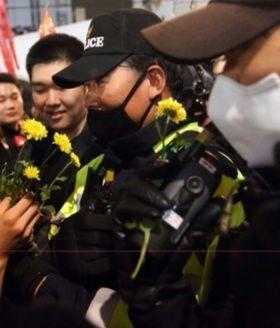 집회 때마다 질서 유지에 나섰던 경찰관. [중앙포토]