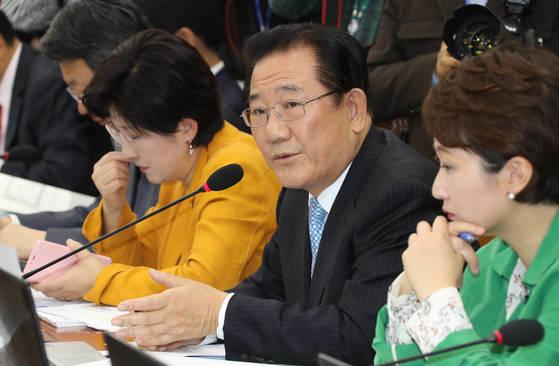 국민의당 박준영 의원이 20일 오전 국회에서 열린 기획재정위원회 기획재정부에 대한 국정감사에서 질의하고 있다. [연합뉴스]