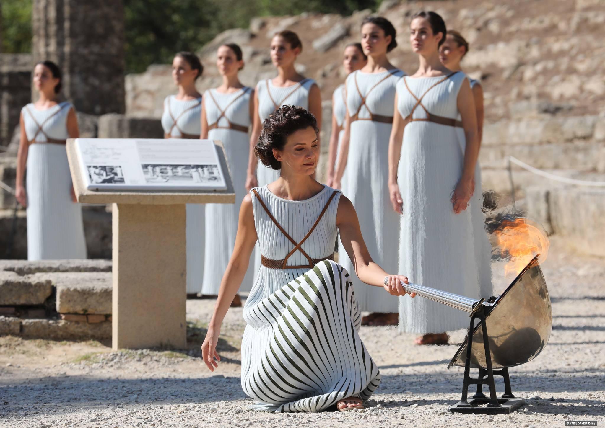 우천대비 사전에 채화되는 성화   (올림피아<그리스>=연합뉴스) 내년 2월 강원도 평창을 뜨겁게 밝힐 평창동계올림픽 성화가 22일(현지시간) 고대 올림픽 발상지인 그리스 올림피아 헤라신전에서 우천에 대비해 사전 채화되고 있다. 2017.10.23   kimsdoo@yna.co.kr   (끝) <저작권자(c) 연합뉴스, 무단 전재-재배포 금지>