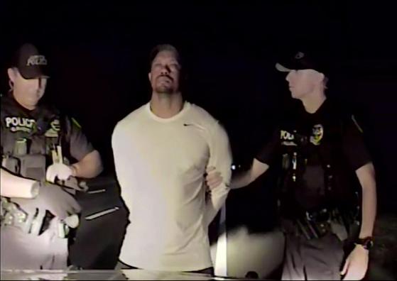 미국 플로리다주 경찰은 31일(현지시간) 타이거 우즈 체포 당시 영상을 공개했다. [AP=뉴시스]