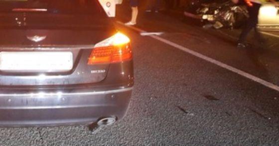 전남 영광 부근 서해안고속도로에서 차량 7대가 연쇄 추돌해 10여명이 부상을 당했다. 이날 사고는 앞서 발생한 사고를 미처 발견하지 못해 연쇄 추돌로 이어진 것으로 보인다. 사진과 기사내용은 관련이 없습니다. [중앙포토]