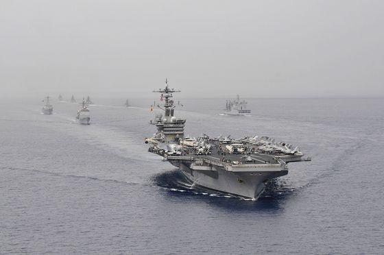 2012년 미국ㆍ인도ㆍ일본 합동 해상훈련인 말라바(Malabar)에 참가한 미 해군 제1항모전단. [사진 위키미디어]