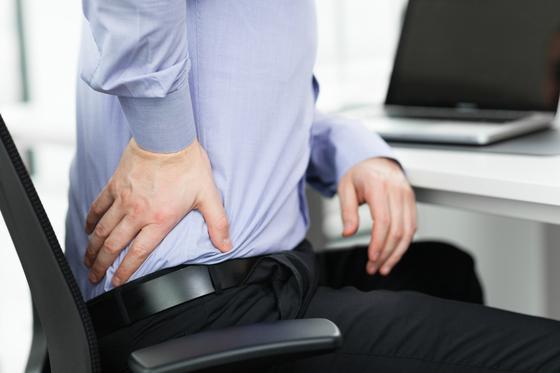콩팥에 돌이 생긴 콩팥돌증 환자는 옆구리 통증과 혈뇨 증상을 겪는다. [중앙포토]
