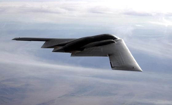 미 공군 B-2 스텔스 전략폭격기. [사진 미 공군]