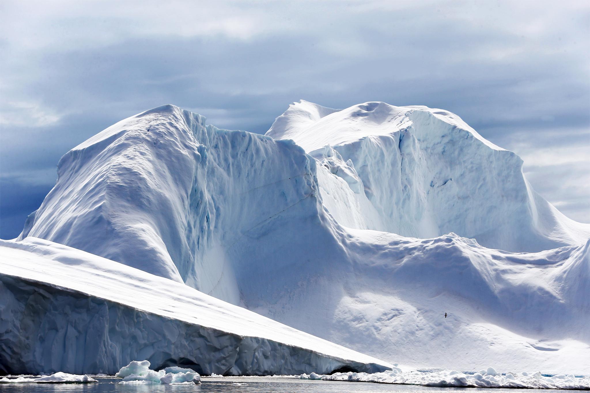 그린란드 일루리삿 빙산. 지구온난화가 계속될 경우 극지방의 빙하기 녹아내려 해수면이 상승할 것이란 우려가 제기되고 있다.[중앙포토]