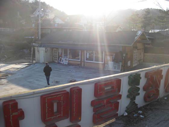 검찰 등의 거듭된 단속으로 지난해 12월 폐업한 경기도 남양주시 조안면 운길산역 앞 음식거리의 한 장어 음식점. 전익진 기자