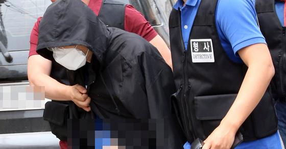 인터넷 기사 살해범 현장검증 자료사진. [연합뉴스]
