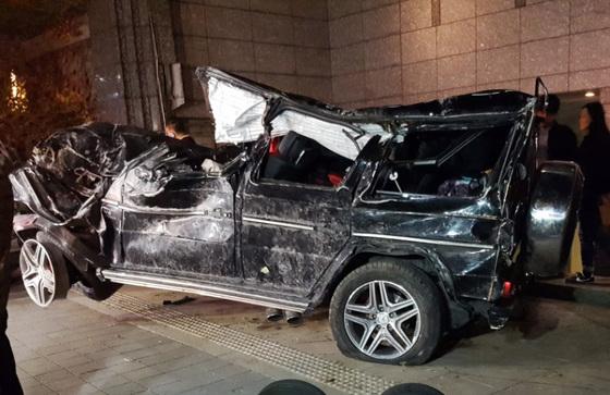 지난달 30일 서울 강남구 영동대로에서 달리다 사고가 난 고(故) 김주혁씨의 차량의 모습. [연합뉴스]