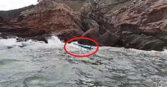 전복된 채 발견된 어선. [사진 평택해양경찰서 제공]