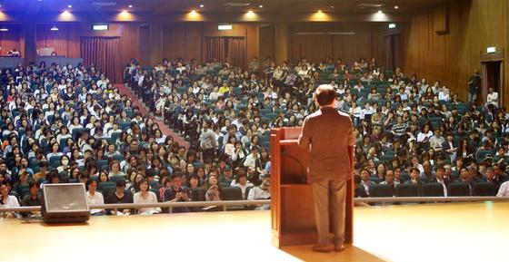 지난 9월 서울자립형사립고연합회가 주최한 '예비 고1을 위한 서울 자사고 연합 설명회'가 서울 이화여고 유관순 기념관에서 1500여명의 학부모ㆍ학생들이 참석한 가운데 열렸다. [중앙포토]