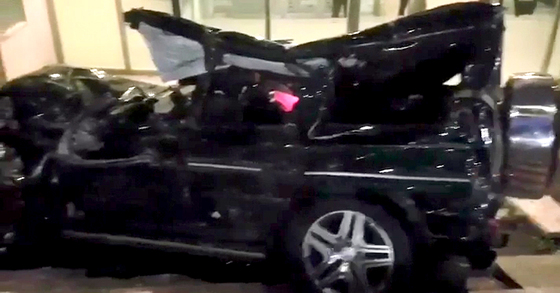 차량의 앞부분과 필러, 루프 등이 심각하게 훼손된 故 김주혁 씨의 차량. A필러 부근은 김씨를 구출하기 위해 절단된 상태다. [중앙포토]