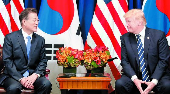 지난 9월 21일 문재인 대통령이 미국 뉴욕 롯데 팰리스 호텔에서 도널드 트럼프 미국 대통령과 '한-미 정상회담'을 하고 있다. [연합뉴스]