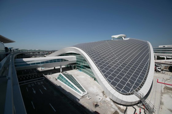 인천공항 제2여객터미널이 내년 1월 개장을 앞두고 통합 시운전을 하고 있다. 오종택기자