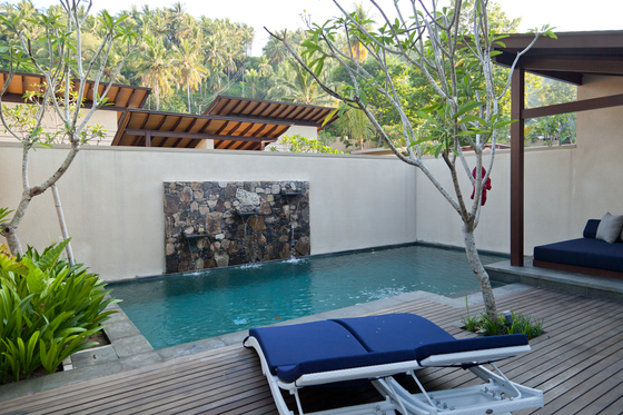 카타마란 리조트 풀빌라에 딸린 개인 수영장.