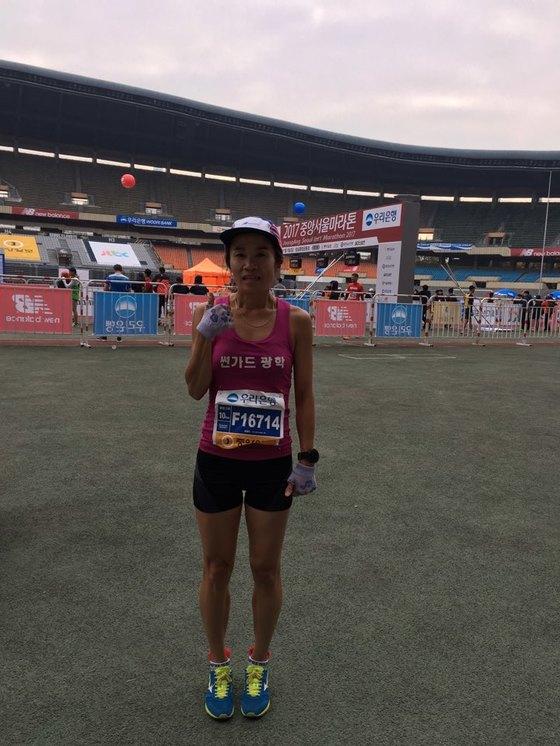 중앙서울마라톤 10km 코스 여자 1위에 오른 강경아씨. 사진=박린 기자