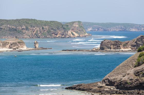 롬복과 발리를 모두 가본 사람이 인정하는 한 가지 사실. 바다만큼은 롬복이 발리보다 깨끗하고 아름답다. 사진은 롬복 남부 탄중안 해변.