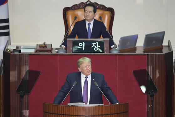 미국 도널드 트럼프 대통령이 8일 오전 국회에서 24년 만의 미국 대통령 연설을 하고 있다. 사진공동취재단