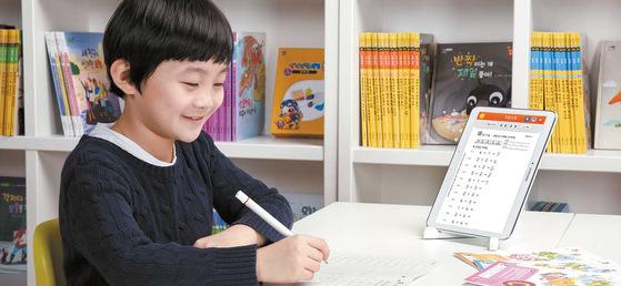스마트학습지 '스마트 구몬'으로 매일 정해진 시간에 공부하며 공부습관을 쌓을 수 있다. [사진 구몬학습]
