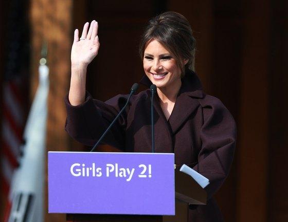 미국 대통령 도널드 트럼프의 부인 멜라니아 트럼프 여사가 7일 오후 서울 중구 주한미국대사관저에서 열린 '걸스 플레이2(Girls Play2)' 행사에 참석해 축사를 하고 있다. 사진공동취재단