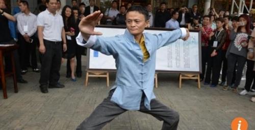 태극권을 선보이고 있는 마윈 알리바바 회장. [사진 SCMP 화면 캡처]