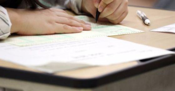 지난달 17일 수능 전 마지막 전국연합 학력평가가 전국 고등학교 3학년 수험생들을 대상으로 치러졌다. [중앙포토]
