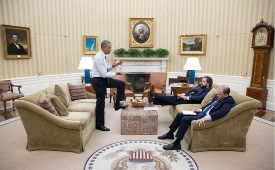 오바마 전 미국 대통령은 부하 직원들과도 격의 없이 토론하는 것으로 유명하다. [백악관]