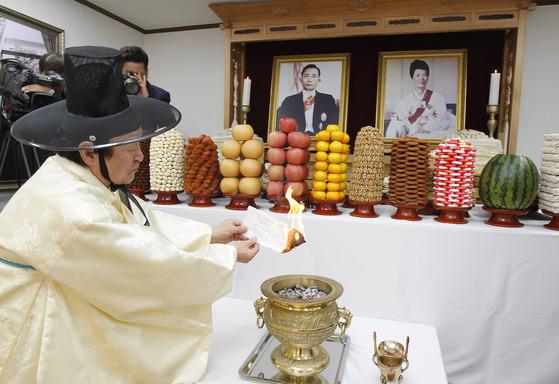 지난달 26일 경북 구미시 상모동 박정희 전 대통령생가에서 추모제가 진행되고 있다. [프리랜서 공정식]