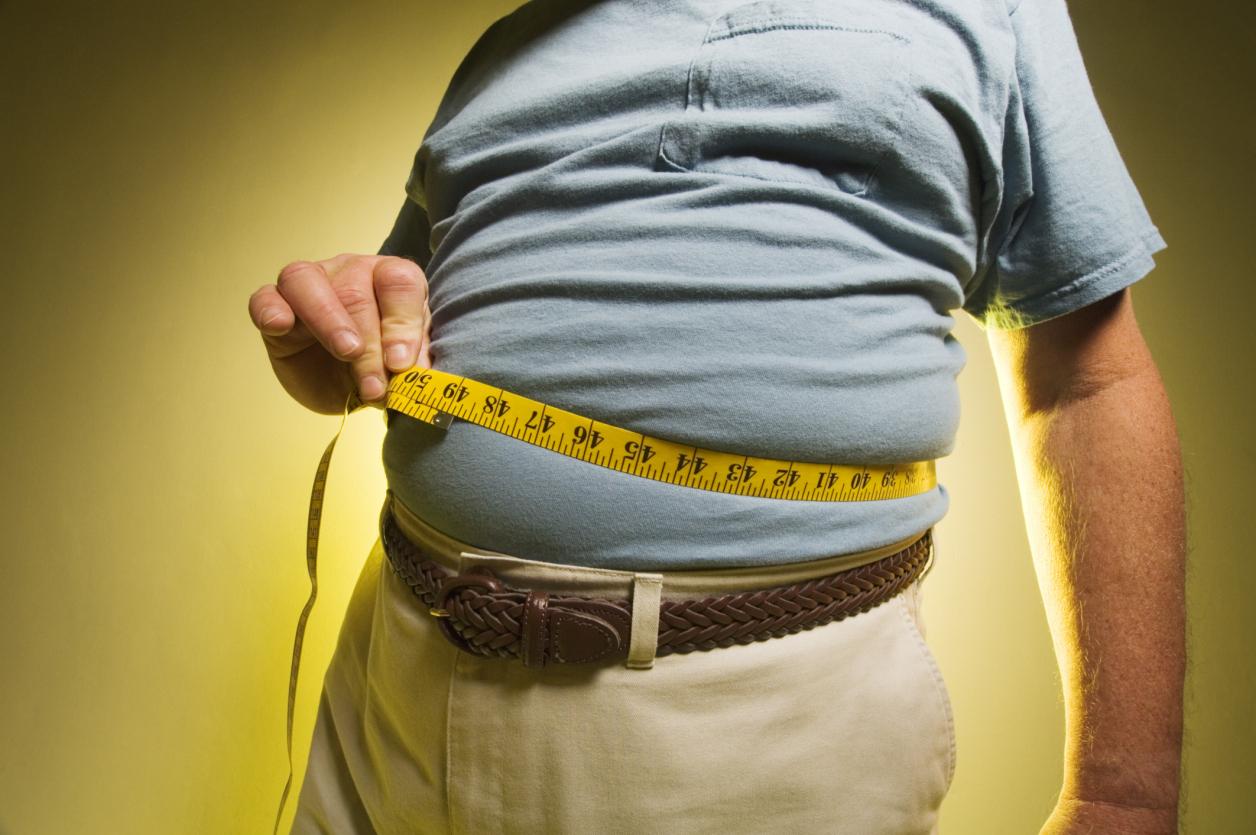 혼밥하는 남성은 복부 비만, 혈압 상승 등의 위험이 더 높아졌다. [중앙포토]