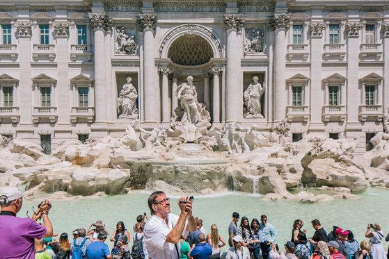 여러 영화의 배경이 됐던 이탈리아 로마의 트레비 분수. [사진 NYT]