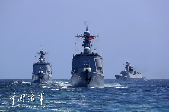 중국 해군이 최근 동중국해 모 해역에서 미 항모를 겨냥한 대규모 해·공군 실전 훈련을 진행하고 있다. [사진=중국해군망]