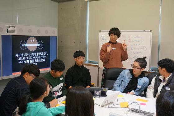 워크숍의 본격적인 시작에 앞서 참가자들은 서로의 별명을 기억하는 게임을 하며 조금 더 가까워졌다.