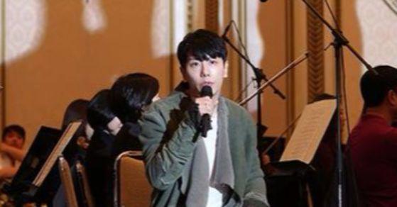 트럼프 대통령 방한기념 만찬에서 노래 '야생화'를 부른 가수 박효신. [사진 청와대 공식 인스타그램]
