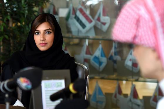 중동의 워렌 버핏으로 불리는 부호 알-왈리드 빈 탈랄 사우디 왕자의 딸 림 공주도 아버지와 마찬가지로 체포됐다. [AFP]