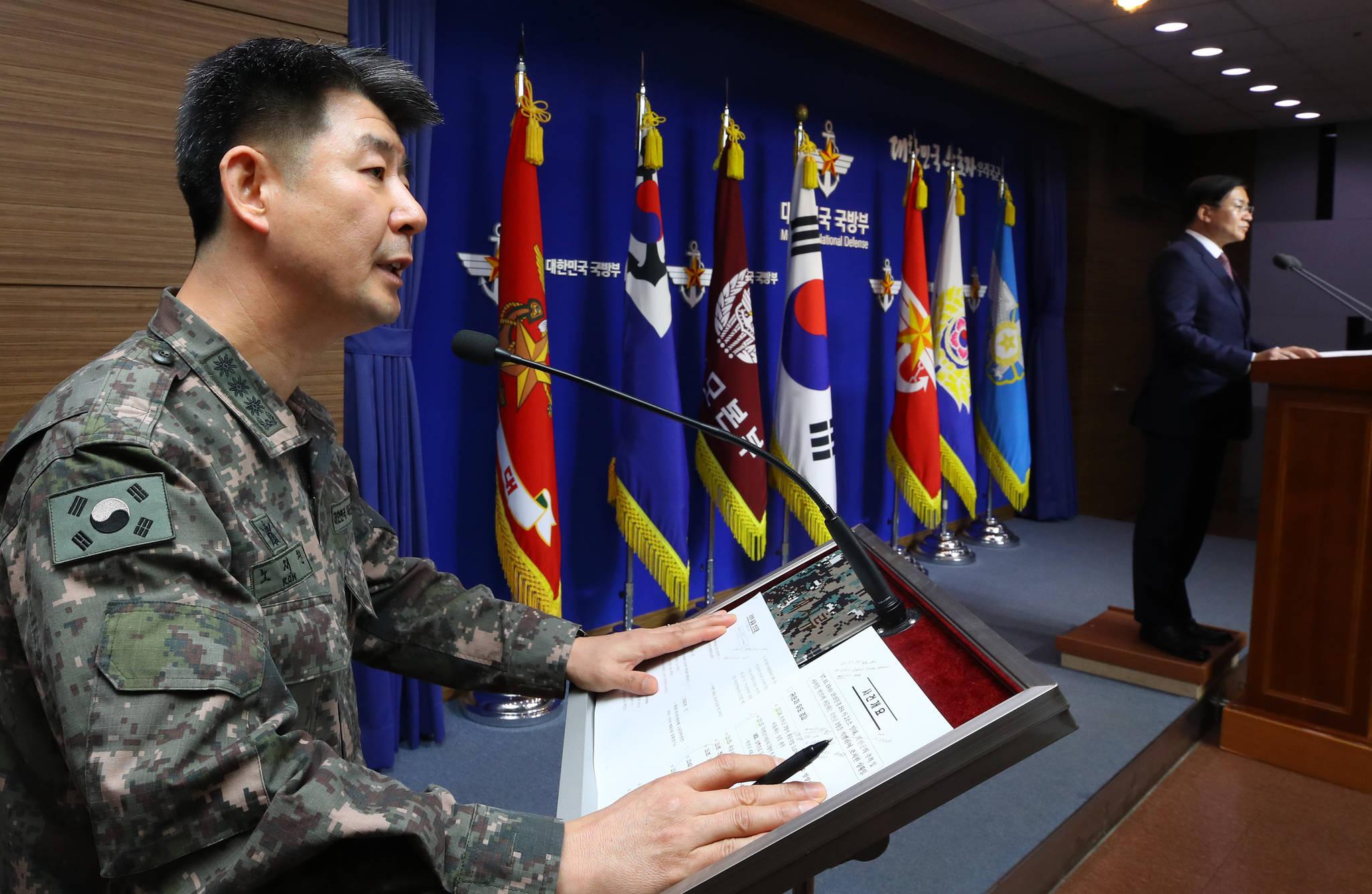북한군 JSA 귀순 관련 답변하는 합참 공보실장. [연합뉴스]