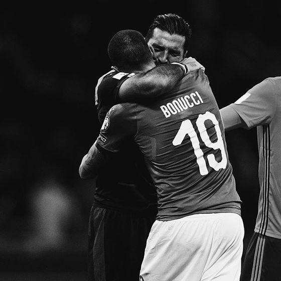 이탈리아 축구대표팀 골키퍼 부폰(왼쪽)을 2018 러시아 월드컵에서 볼 수 없게됐다. 이탈리아가 60년 만에 월드컵 본선진출이 좌절됐다. [사진 FIFA 인스타그램]