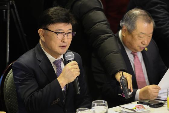 14일 오전 서울 여의도 CCMM빌딩에서 열린 기재부(국세청)-한국교회 종교인 과세 관련 간담회에서 정서영 한국교회연합 대표회장이 발언을 하고 있다. [뉴스1]