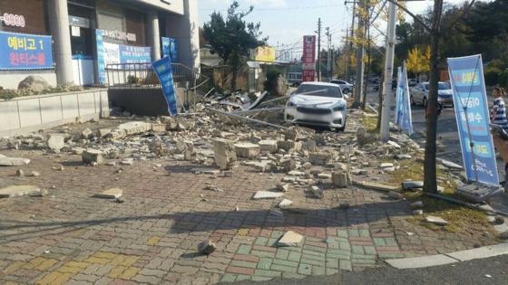 트위터에 올라온 포항 학산동 지진 피해 사진. [사진 트위터]