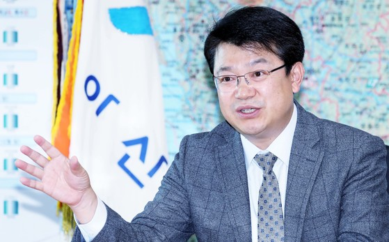 복기왕 충남 아산시장이 9일 시장실에서 중앙일보와 인터뷰하고 있다. [프리랜서 김성태]