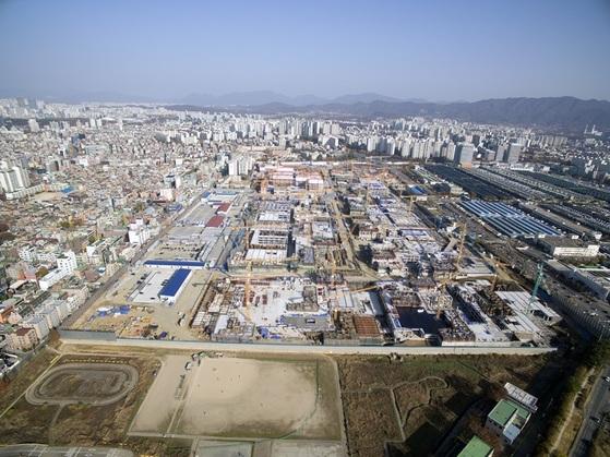 내년 말 완공 예정인 송파구 가락동 옛 가락시영을 재건축하는 송파헬리오시티. 9500여가구의 매머드급 단지다.