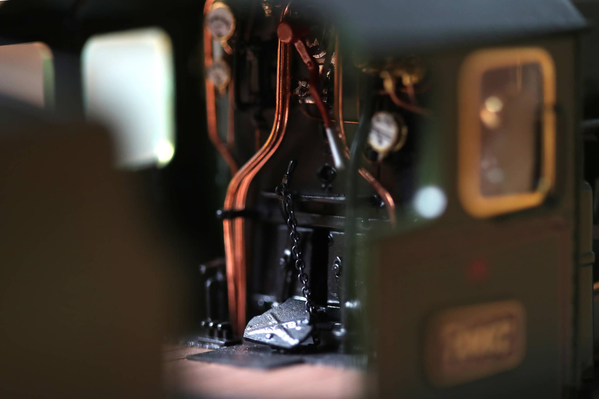 이 씨가 제작한 'CASTLE TRAIN'의 FIRE DOOR. 파이프의 배치나 발판의 이음새등 작은 부분까지 섬세하게 제작되어 있다. 우상조 기자