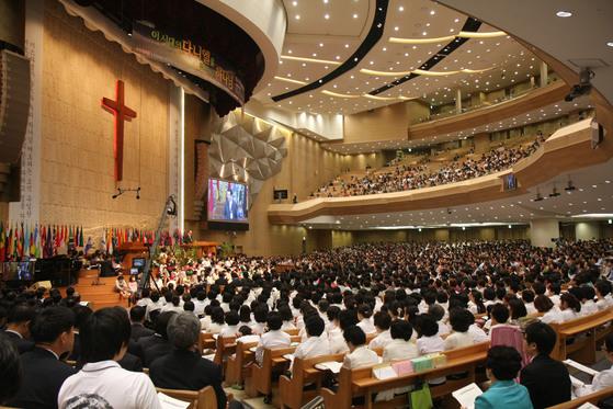 서울 강동구 명일동의 명성교회는 등록교인 수 10만명의 초대형 교회다. 특별새벽집회 모습. [사진 명성교회]