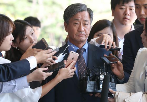 이종명 전 국정원 3차장이 지난 9월 21일 오후 서울중앙지검으로 출석하고 있다. 최승식 기자
