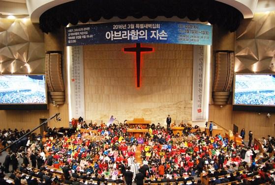 명성교회가 '아브라함의 자손'이라는 주제로 특별새벽집회를 열고 있다. [사진 명성교회]