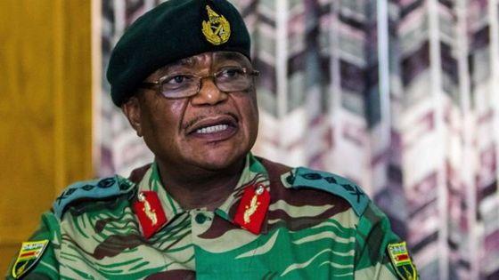 짐바브웨 군부 수장인 콘스탄틴 치웬가 장군 [AFP]