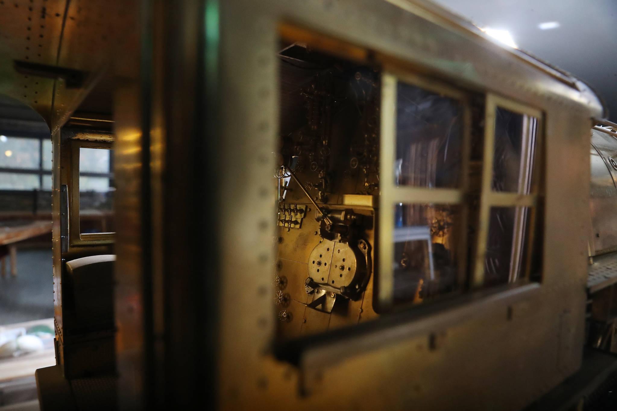 기차 내부 'FIRE DOOR'의 볼트 문양 하나까지 세밀하게 제작되었다. 우상조 기자